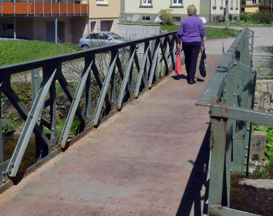 Die Friedhofsbrücke über die Alb in St...n Neubau aus Aluminium ersetzt werden.  | Foto: Annika Vogelbacher