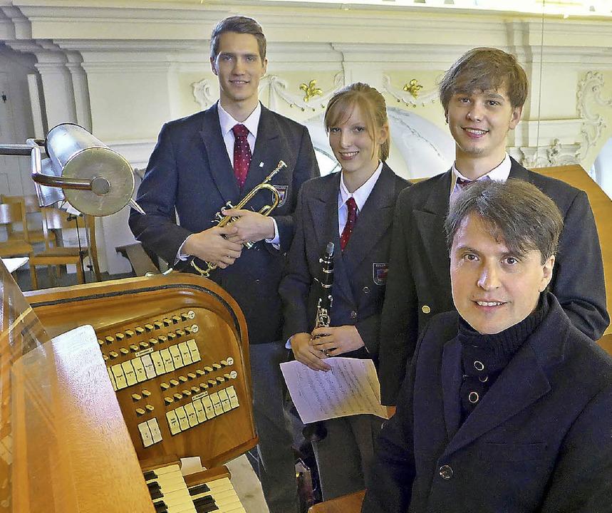 Die Musikkapelle Kollnau spielte in de...te) und Alexander Oschwald (Trompete).  | Foto: Fotos: Eberhard Weiss