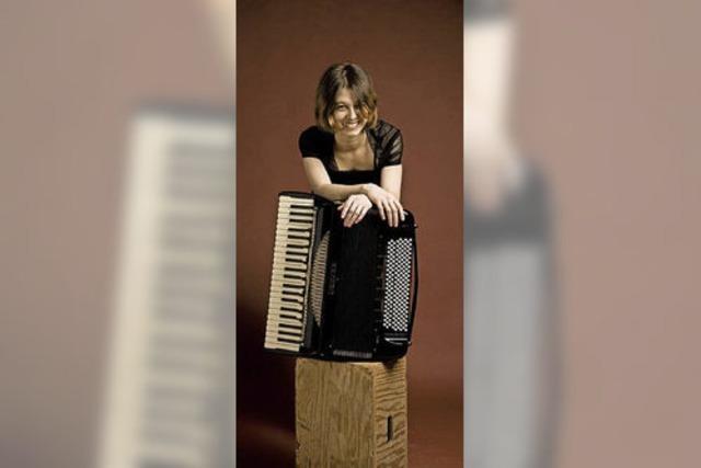 Akkordeon und Orgel beim Konzert im Blickfeld