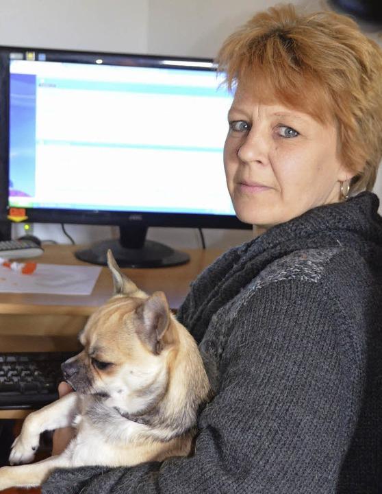 Andrea Hartmann gibt via Telefon oder Computer Ratschläge.   | Foto: Senf