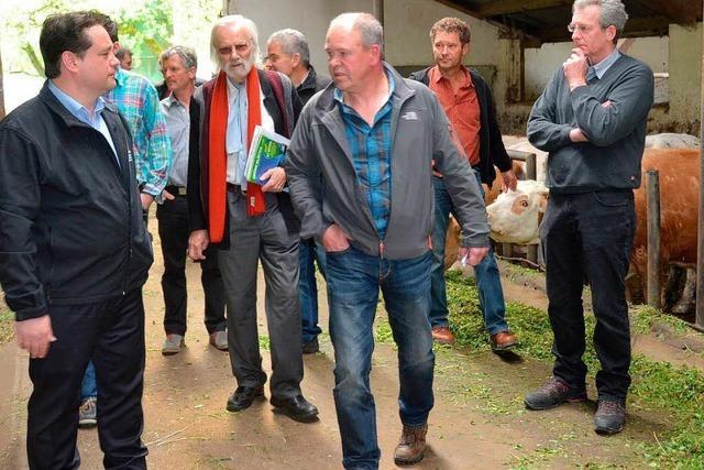 Alexander Bonde diskutiert mit Landwirten