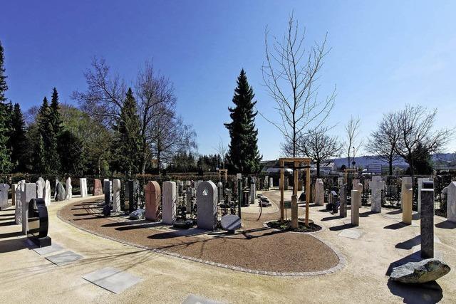 Natursteinpräsentation im Parkambiente