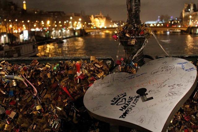 Vorhängeschlösser an Pariser Brücken: Gegner machen mobil