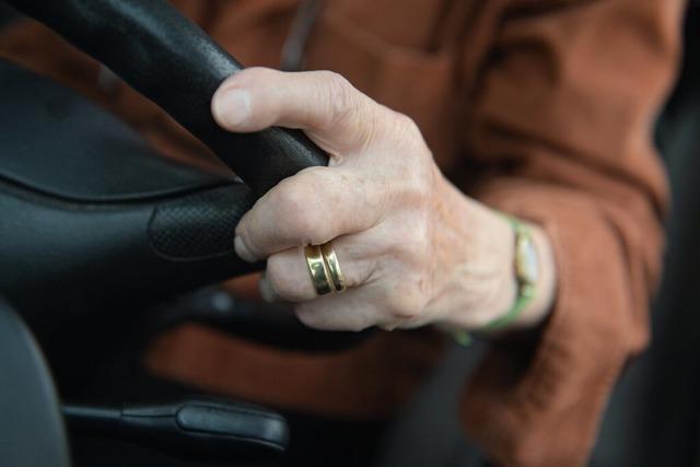 Unfall auf der A5: 84-jähriger Geisterfahrer verursacht tödlichen Crash