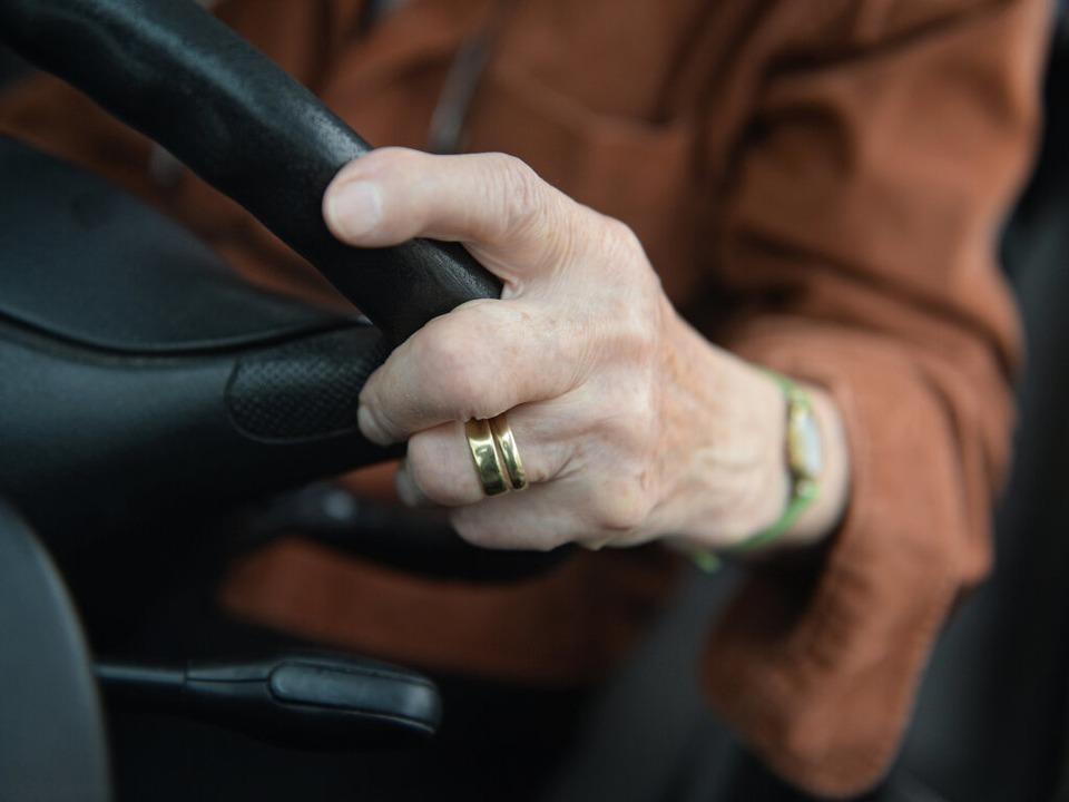 Am Steuer des unfallverursachenden Wag... ein 84 Jahre alter Mann. (Symbolbild)    Foto: dpa