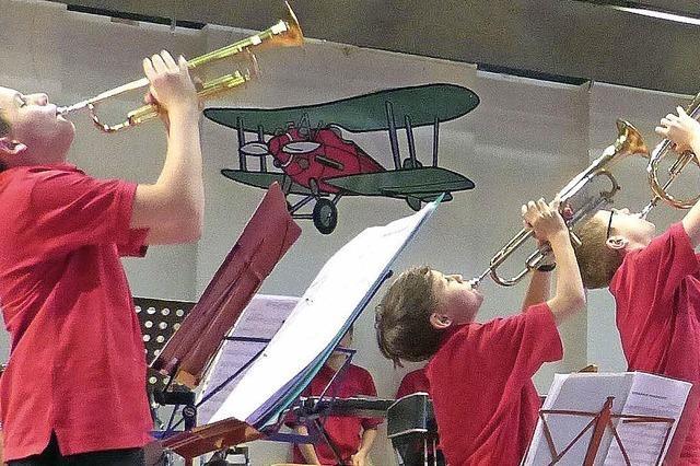 Heuweilers Musiker gehen an Bord eines Dampfers