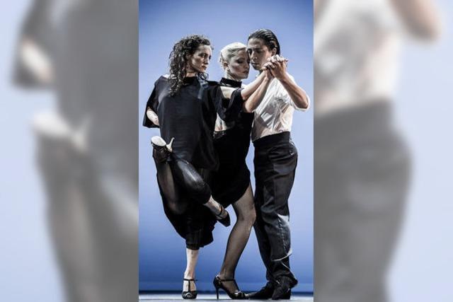 Wenn drei zusammen den Tango tanzen