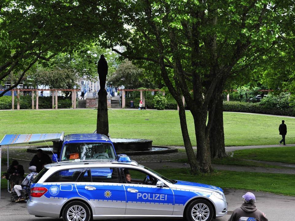 Die Polizei am Stühlinger Kirchplatz i...urg – dem Ort einiger Straftaten  | Foto: Thomas Kunz