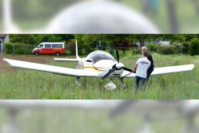 Pilot landet mit Glück und Geschick auf einem Acker