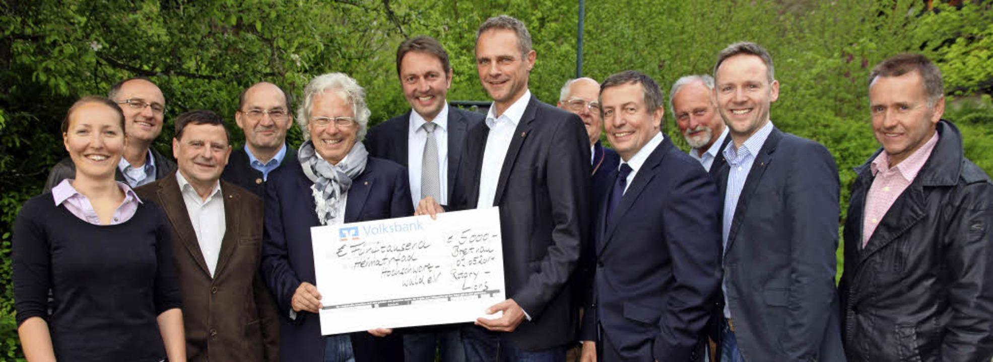 5000 Euro erhielt der Heimpfadverein H...des Heimatpfads Klaus Michael Tatsch.     Foto: Eva Korinth