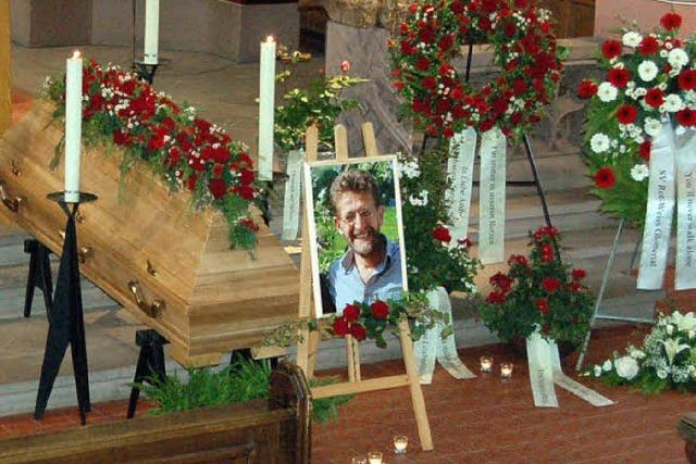 Große Anteilnahme bei Beerdigung von Konrad Hoch