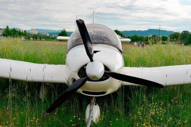 Wie gefährlich war die Landung neben einem Fußballplatz?
