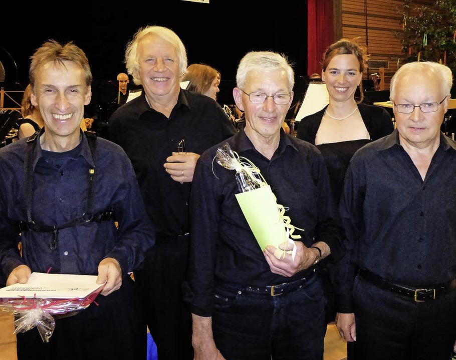 Bernhard Nägele (von links), Richard W...  Christine Lang und Max Knörr geehrt.    Foto: Anne Freyer