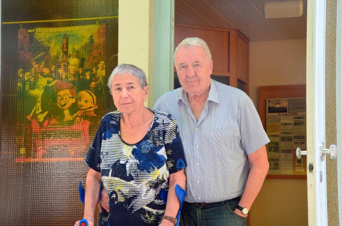 Helga und Fredo Mattheis, die Betreibe...e,  ziehen sich aufs Altenteil zurück.  | Foto: Agnes Pohrt