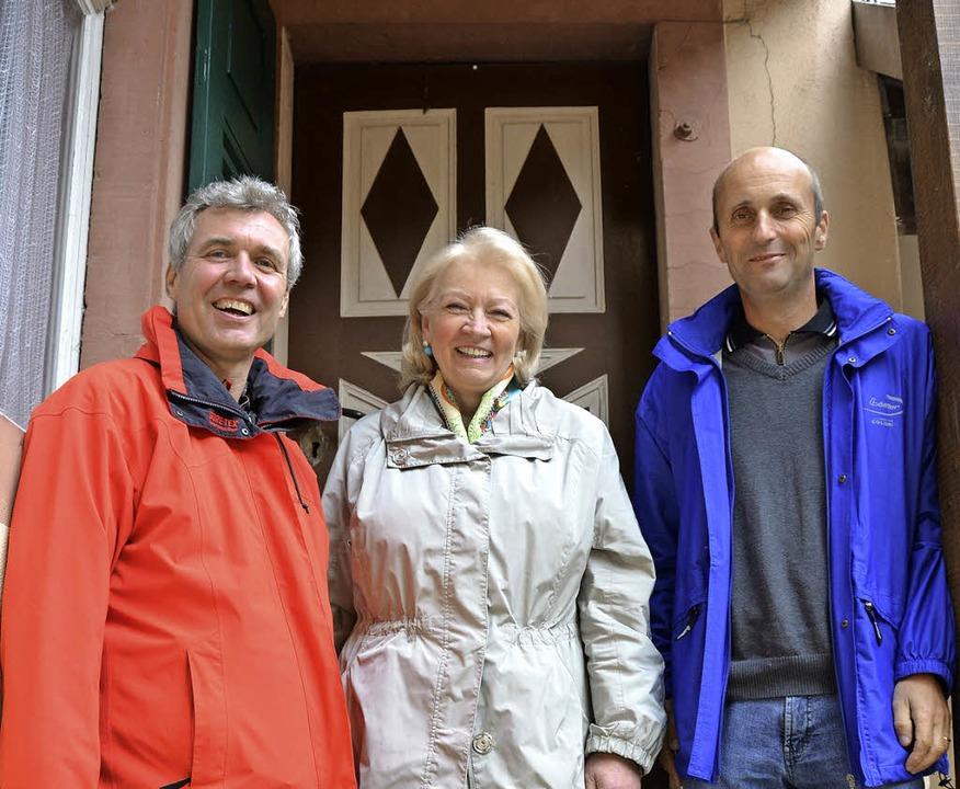 Drei von vielen Tatkräftigen: Stephan ... Much und Ortsvorsteher Armin Imgraben  | Foto: Gabriele Babeck-Reinsch