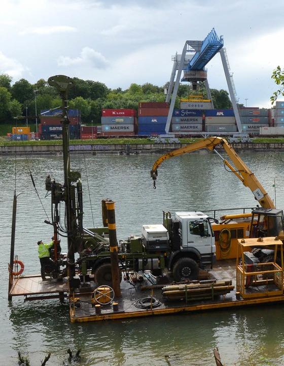 Roche hat  mit Sondierungsarbeiten im ...ung der Schiffsanlegestelle begonnen.   | Foto: Ralf H. Dorweiler