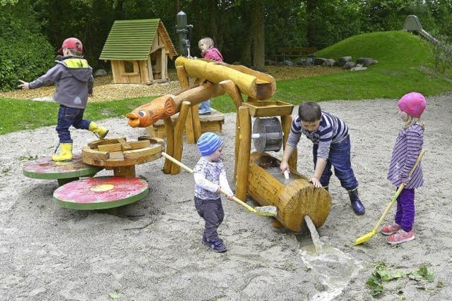 Mit Wasserrad und Murmelbahn: Sanierte Spielplätze in Tiengen und in der Oberau