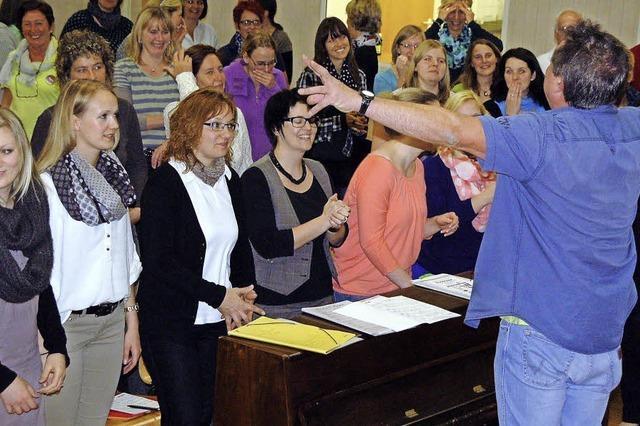 Hundert Kehlen bilden einen Chor