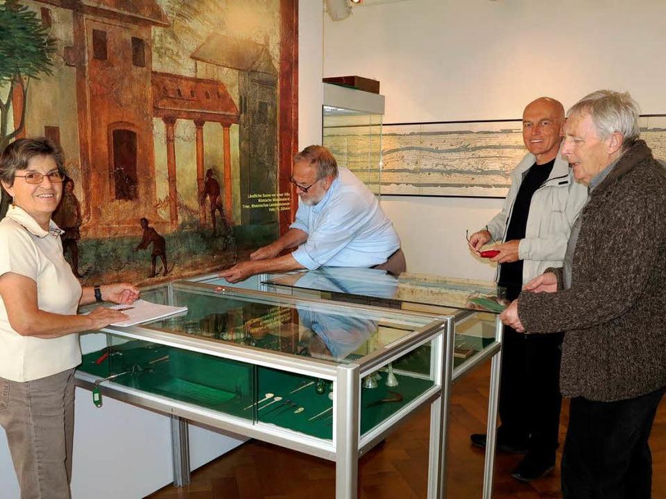 Letzte Vorbereitungen werden getroffen...r Lang und Gerd Albrecht (von links).   | Foto: Philipp