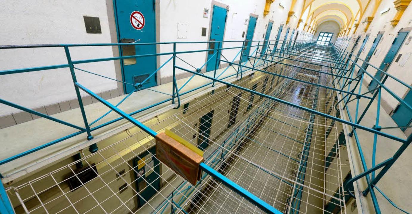 Ein Zellentrakt im  sorgfältig sanierten Freiburger Gefängnis.  | Foto: Ingo Schneider