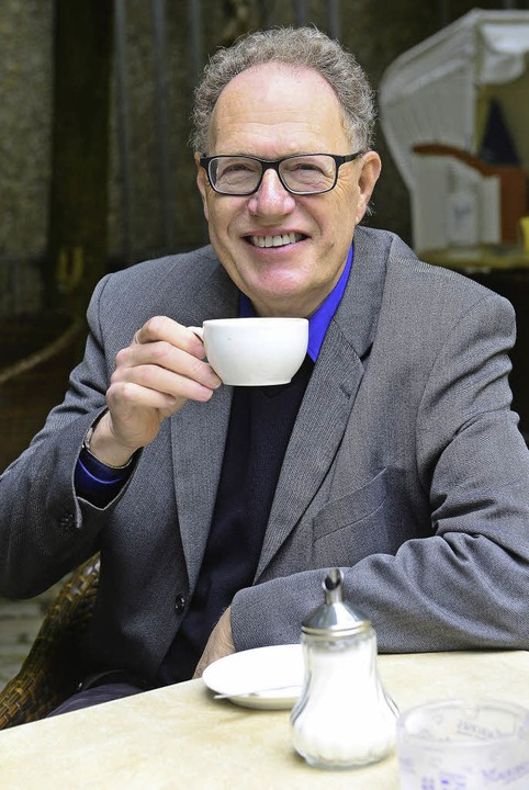 Michael Moos im Caféhaus in der Altstadt.   | Foto: Ingo Schneider
