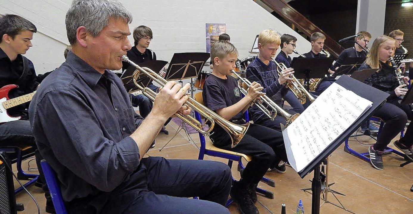 Die Big-Band des GBG unter der Leitung...thias Heftrich  wusste zu überzeugen.   | Foto: Claudia Gempp