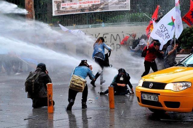 Polizei in Istanbul setzt Wasserwerfer und Tränengas ein
