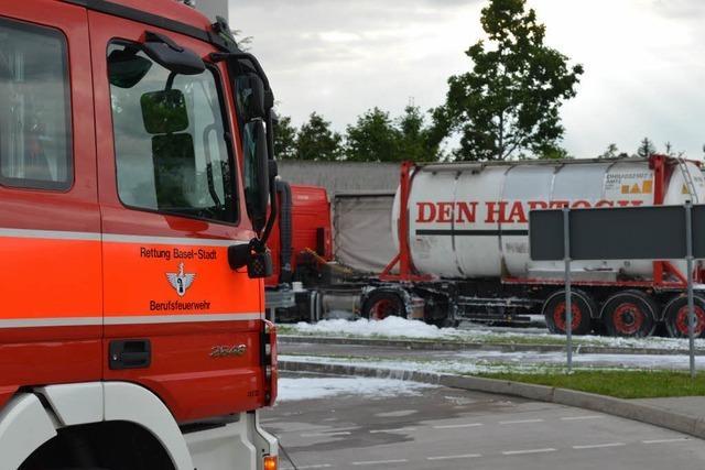 Feuerwehr bewältigt Gefahrgut-Einsatz am Autobahnzoll