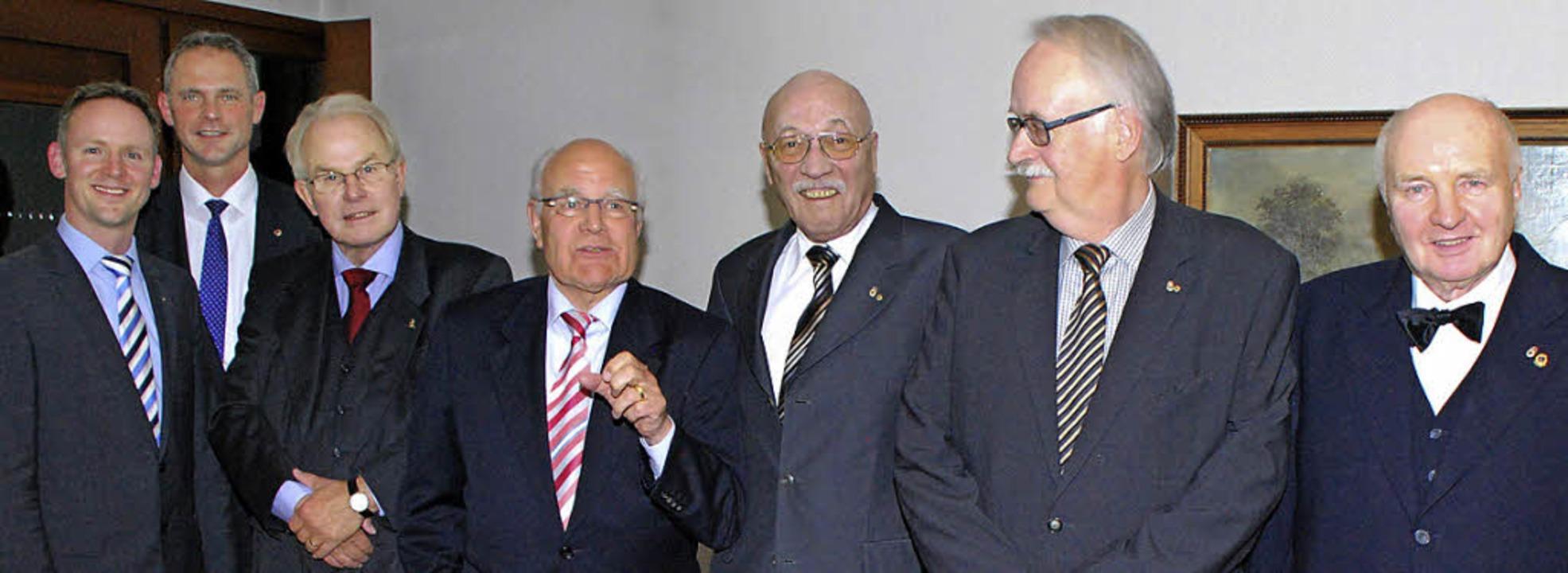 Lions-Vize Andreas Hofmeier (links) un...d,  Günther Schwarte und Hans Kunkel.   | Foto: Privat