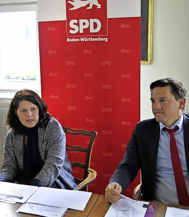 Dietrich Elchlepp, Ute Vogt und Johannes Fechner (v.l.) im Bürgersaal  | Foto: Georg Voß