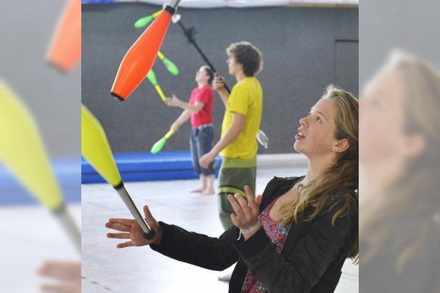 Jonglierfestival in Zähringen: Die Kunst, immer am Ball zu bleiben