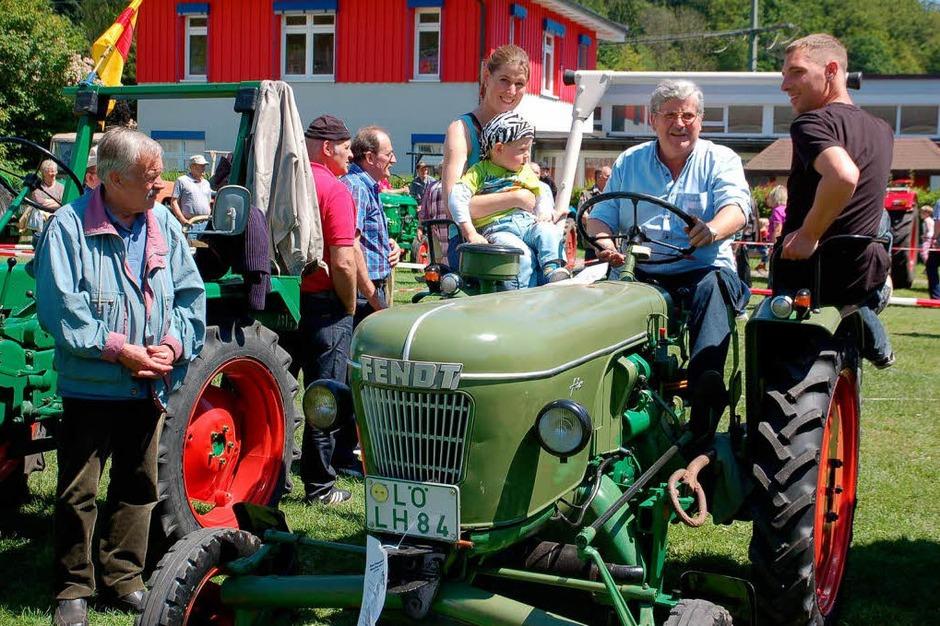 Etwa 230 Oldtimer-Traktoren und einige Autos und Motorroller glänzten am Sonntag, 18. Mai 2014, um die Wette. (Foto: Steinfelder Edgar)