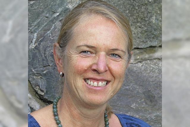 Birgit Hermann aus Titisee-Neustadt liest im Café des Dom-Hotels