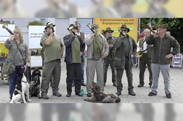 Jäger demonstrieren lautstark gegen das neue Gesetz
