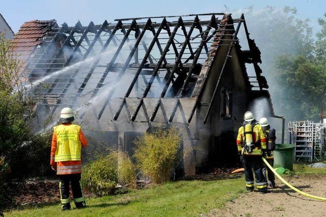 Scheune brennt ab – Feuerwehr verhindert Schlimmeres