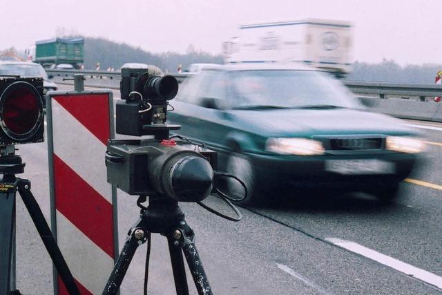 Polizei erwischt 330 Raser auf der B 31 bei Löffingen