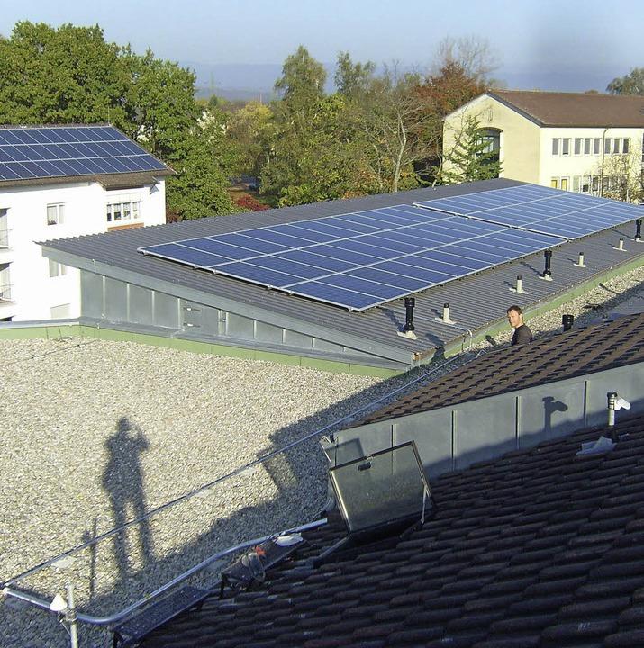 Rheinfelden, hier die PV-Anlage auf de...erheim, gilt energetisch als Vorbild.   | Foto: zvg