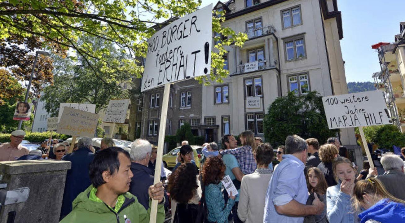 Auf der Zasiusstraße wurde für den Erh...Maria-Hilf-Saales demonstriert …  | Foto: Michael Bamberger