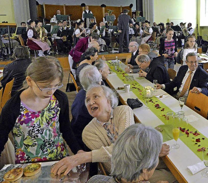 … und im Saal selbst gefeiert.  | Foto: Bamberger