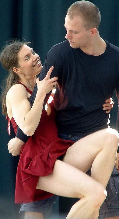 <Text>In modernem Tanz setzte das Tänz...en Abenteuern des Peer Gynt um</Text>.  | Foto: R. Frey