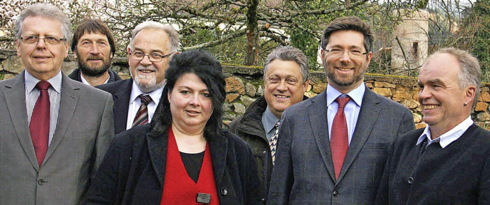 Gruppenbild mit Dame: die Kandidaten der Freien Liste Sulzburg     Foto: zvg