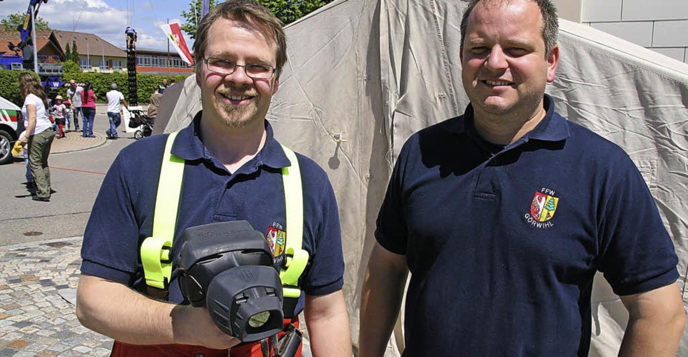 Da ist das Ding: Stephan Dörnte (links...präsentieren die neue Wärmebildkamera.    Foto: Peter Schütz