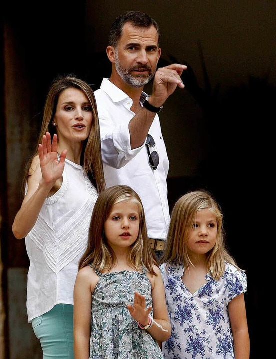Letizia und Felipe mit ihren beiden Töchtern     Foto: DPA