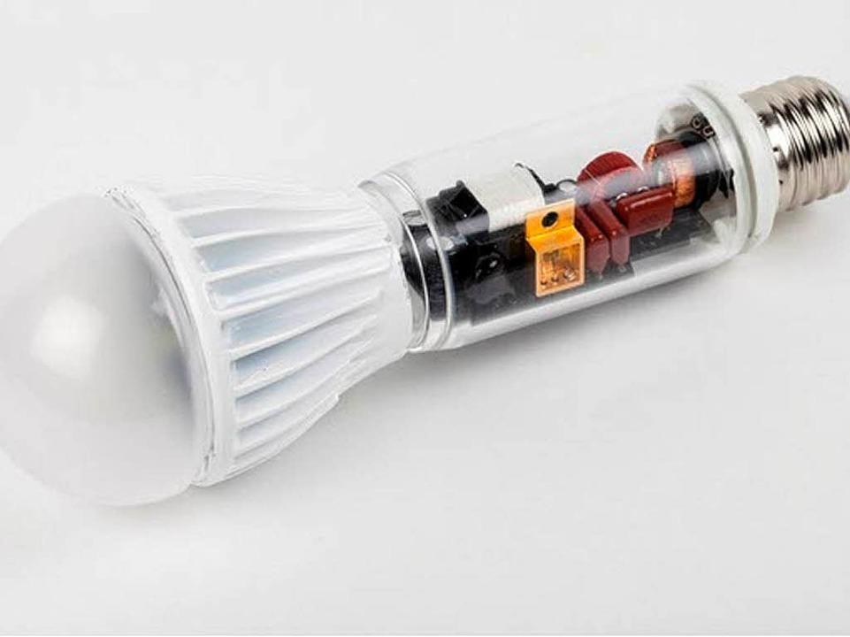 Der Prototyp der weißen LED-Leuchte  | Foto: Fraunhofer