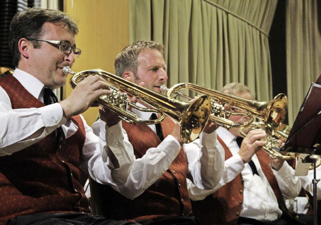 Viel Blasmusik und  Ehrungen in Offnad...nmitglied) und Joseph Fehr (50 Jahre).  | Foto: Frowalt Janzer