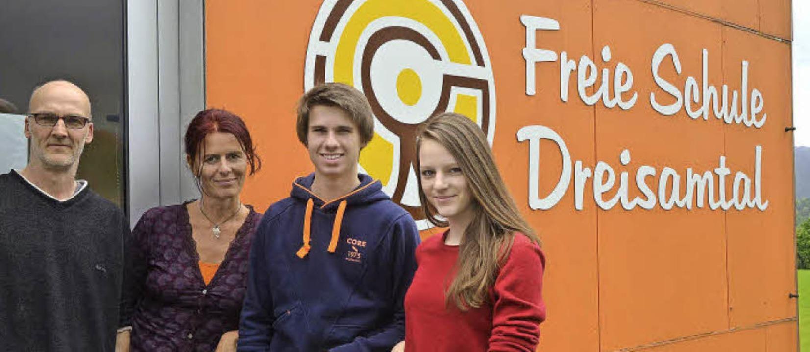 Rühren die Werbetrommel für ihre Schul...ub mit den Schülern Lennart und Kira.   | Foto: Kathrin Blum