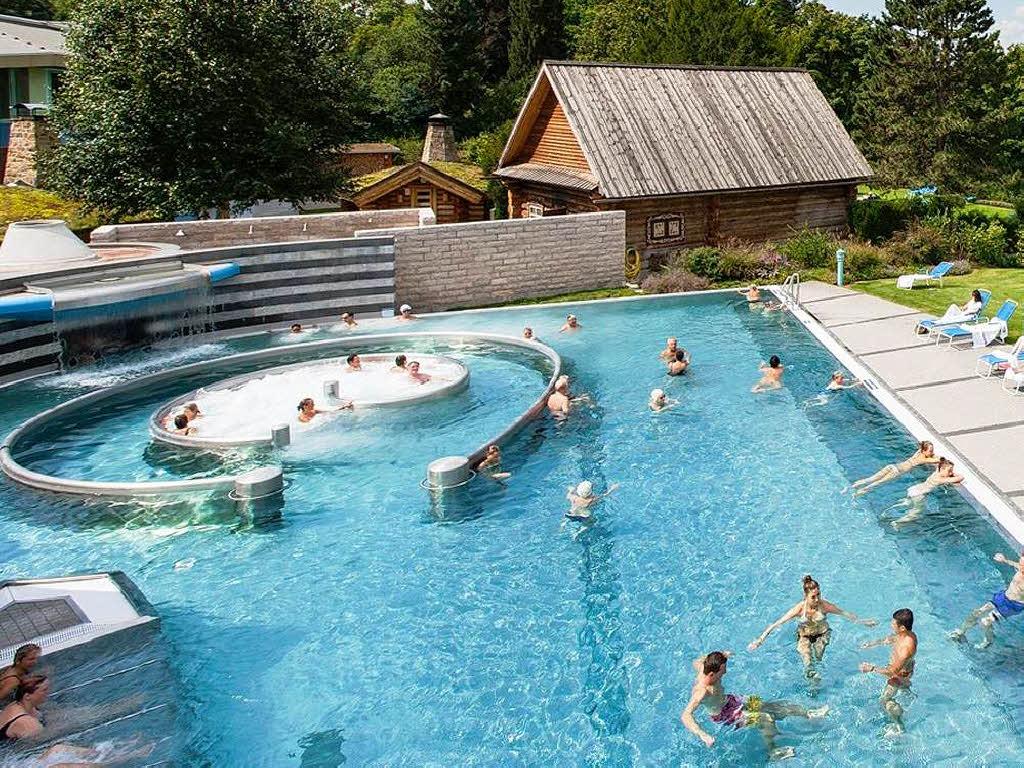 Parkresort legt noch zu rheinfelden schweiz badische for Thermalbad rheinfelden schweiz