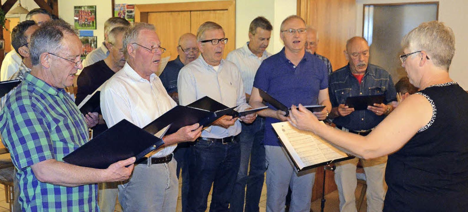 Mit viel Wehmut besangen die Sänger vo...de ihrer 134 Jahre alten  Geschichte.   | Foto: Marco Schopferer