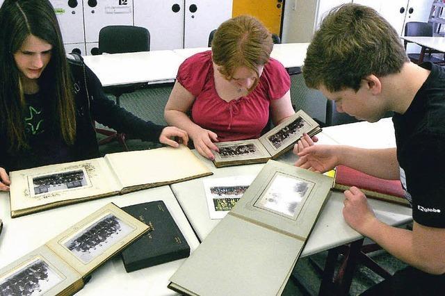 Schüler schaffen ein Lahr-Buch