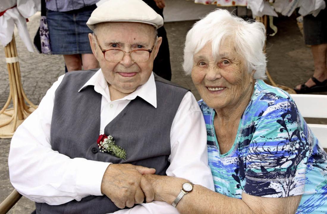 Alois und Elfriede Schneider  sind seit 65 Jahren verheiratet.   | Foto: Janzer